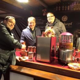Stand auf dem Weihnachtsmarkt mit Oberbürgermeister Dr. Rico Badenschier