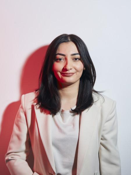 Reem Alabali Radovan (weiß-rot)