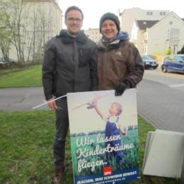 Wahlkampf - Plakate aufhängen